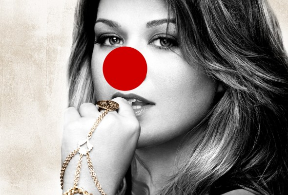 kelly-clarkson-with-a-red-nose