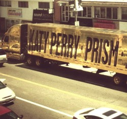 katy-perry-lorry-truck