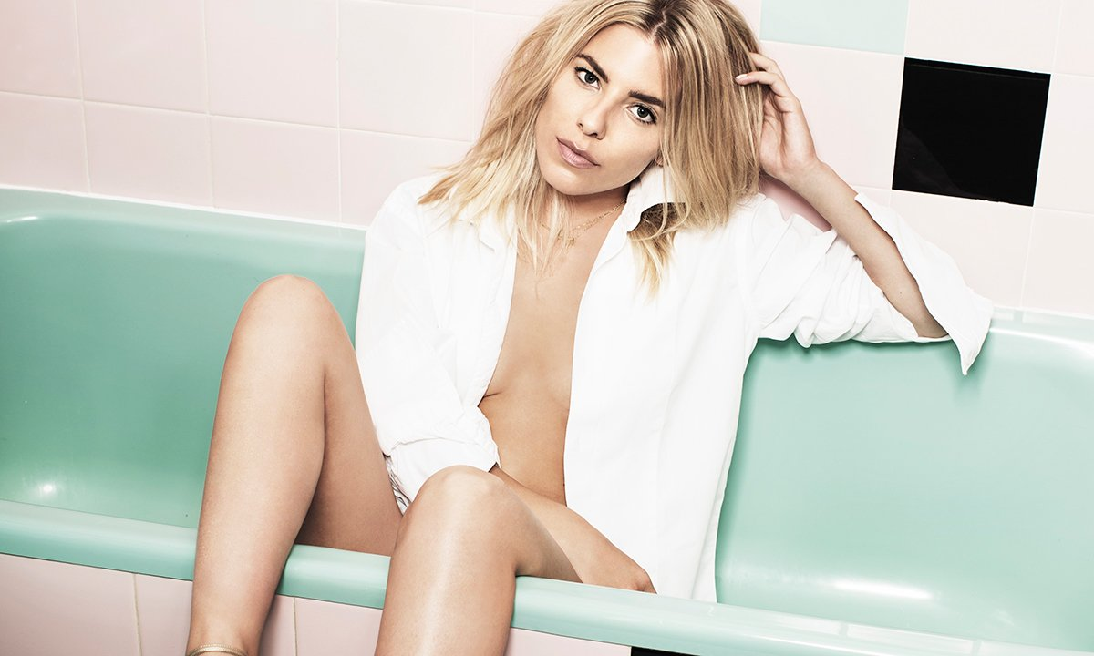 mollie king in the bath sm